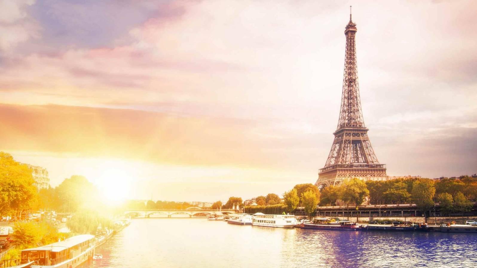 Eiffel-torni-ja-Seine-joki-Pariisi-Ranska-1596x896.jpg