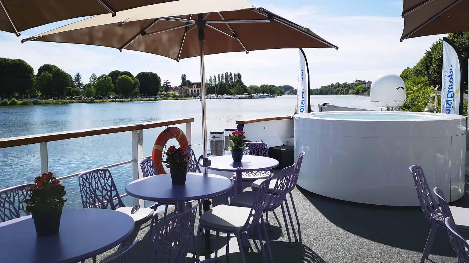 Barge-ulkokansi-ja-poreallas-©CroisiEurope.jpg
