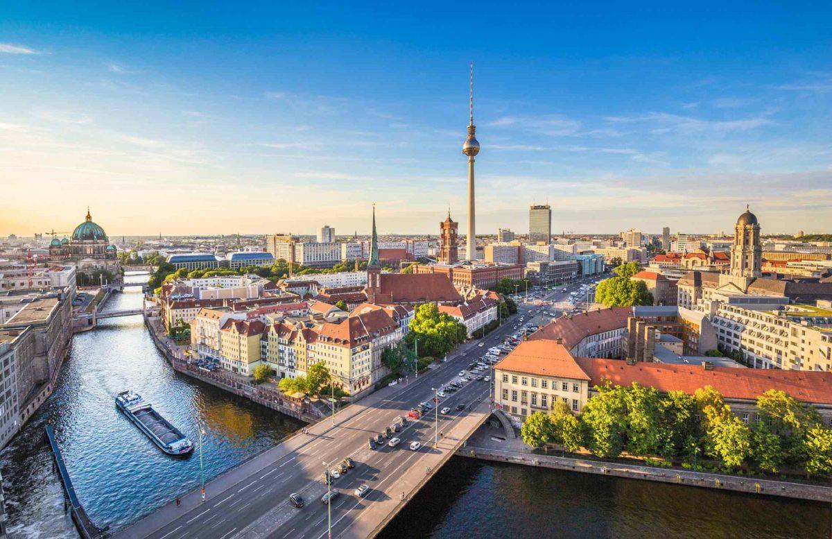 Berliinin kaupunkimaisema ja Spreejoki Saksa