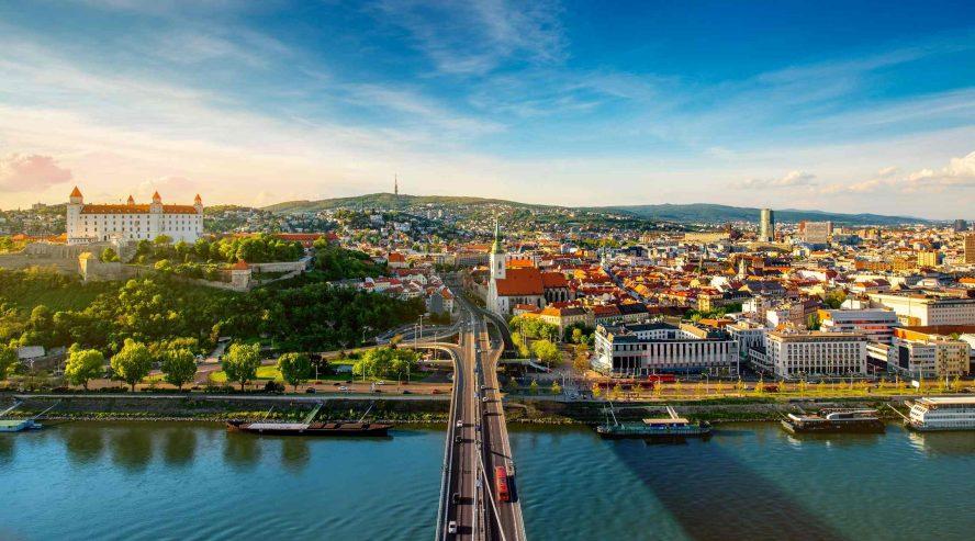 Bratislavan-kaupunki-Slovakia-888x493.jpg