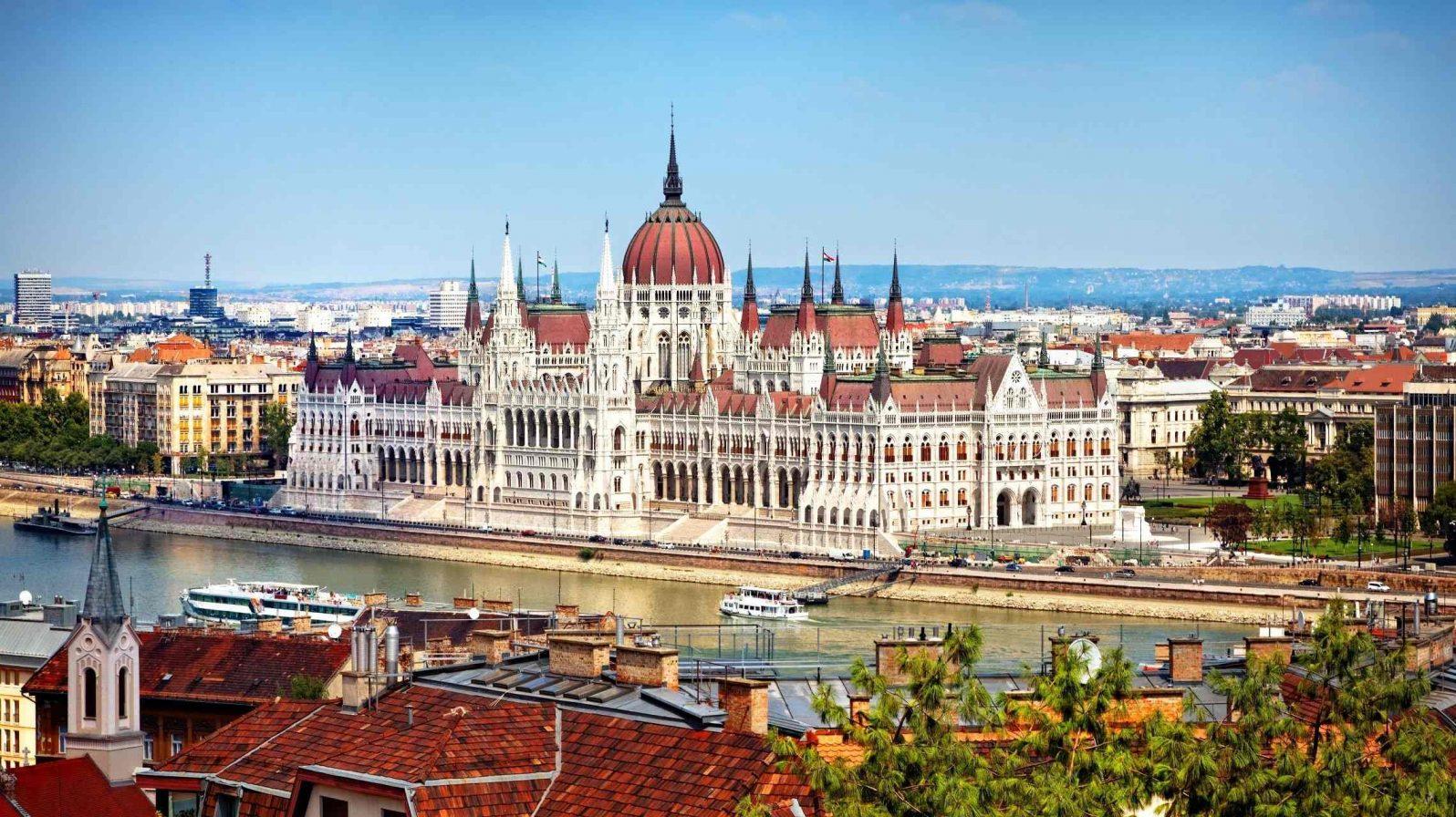 Budapest-Unkarin-parlamenttitalo-Unkari-1596x896.jpg