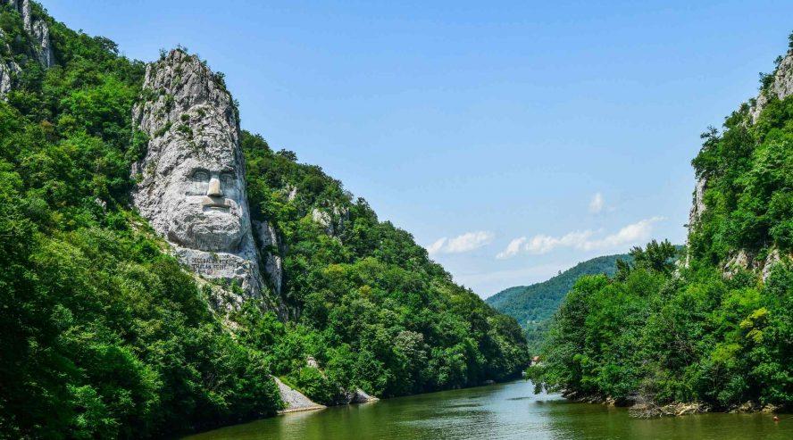 Decebalusin patsas lähellä Orsovaa Serbia