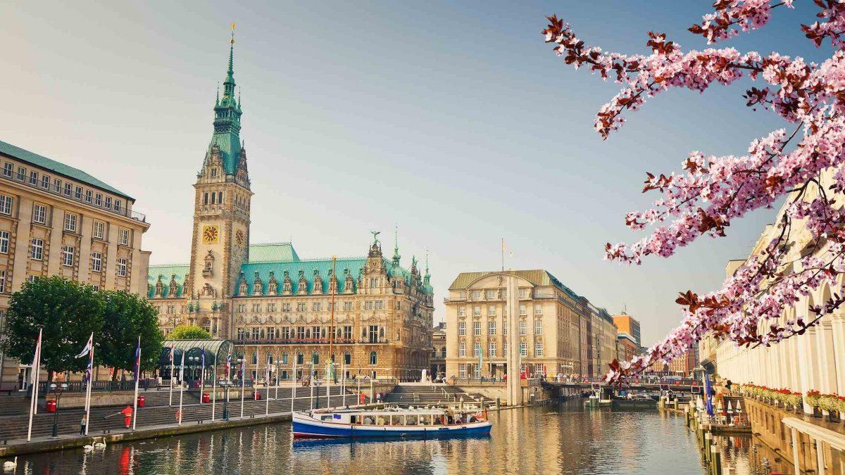 Hampurin kaupungintalo keväällä Saksa