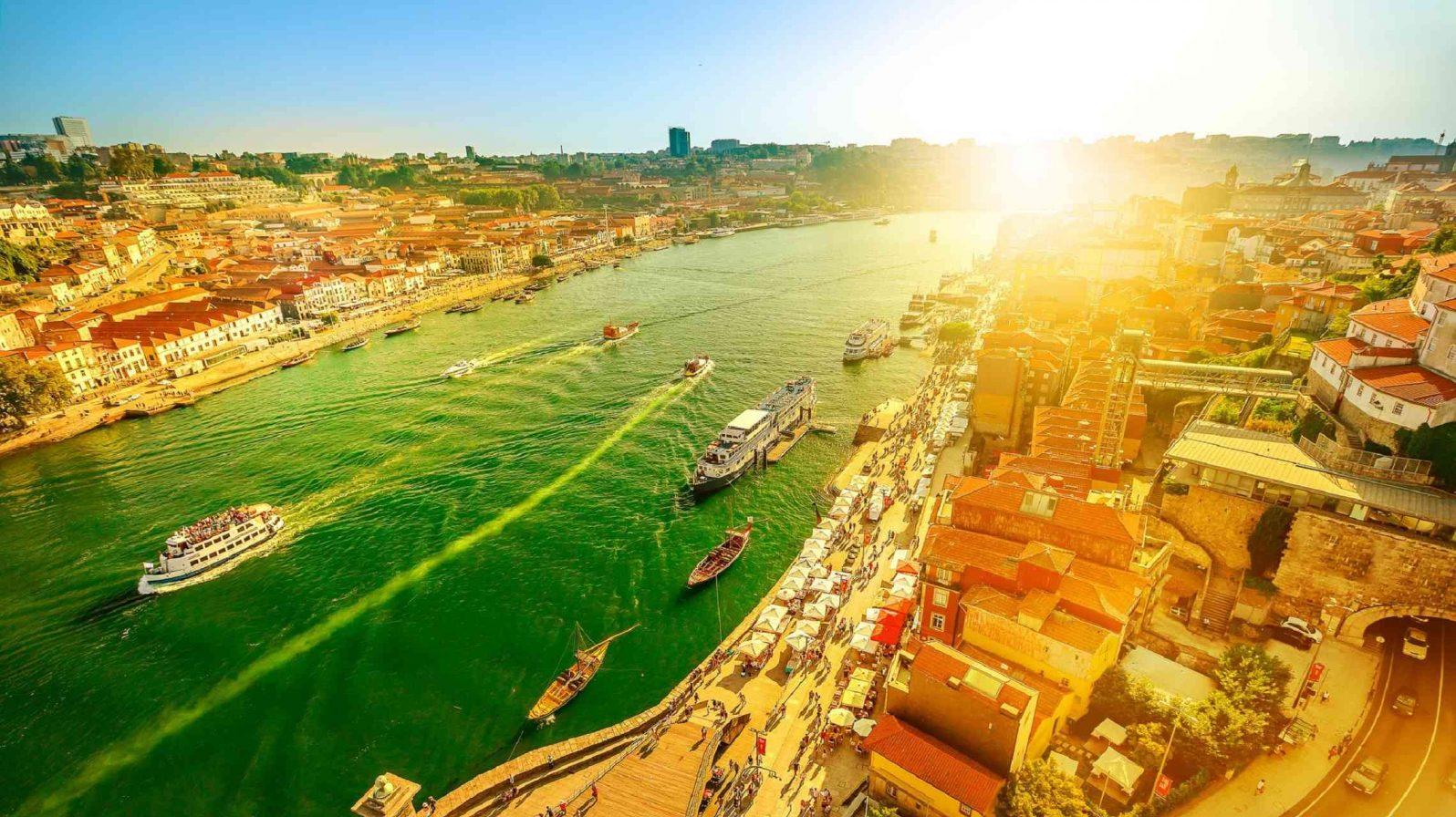 Oporto-auringonlaskussa-Dourojoki-Portugali-1596x896.jpg