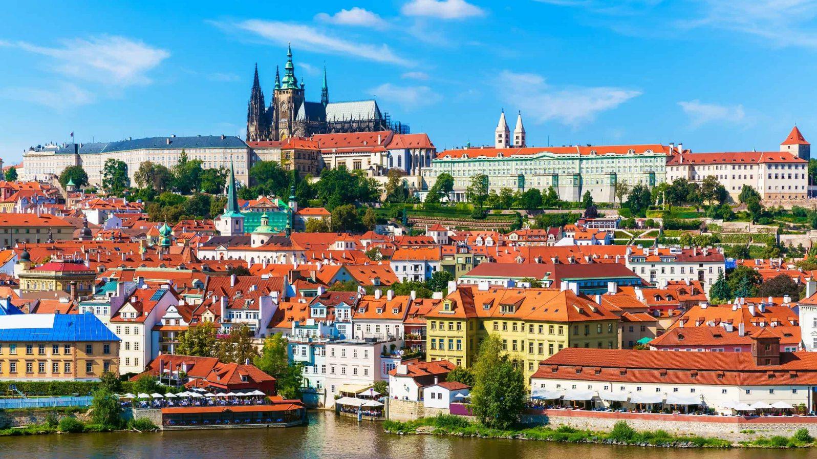 Praha-Tsekki-1596x896.jpeg