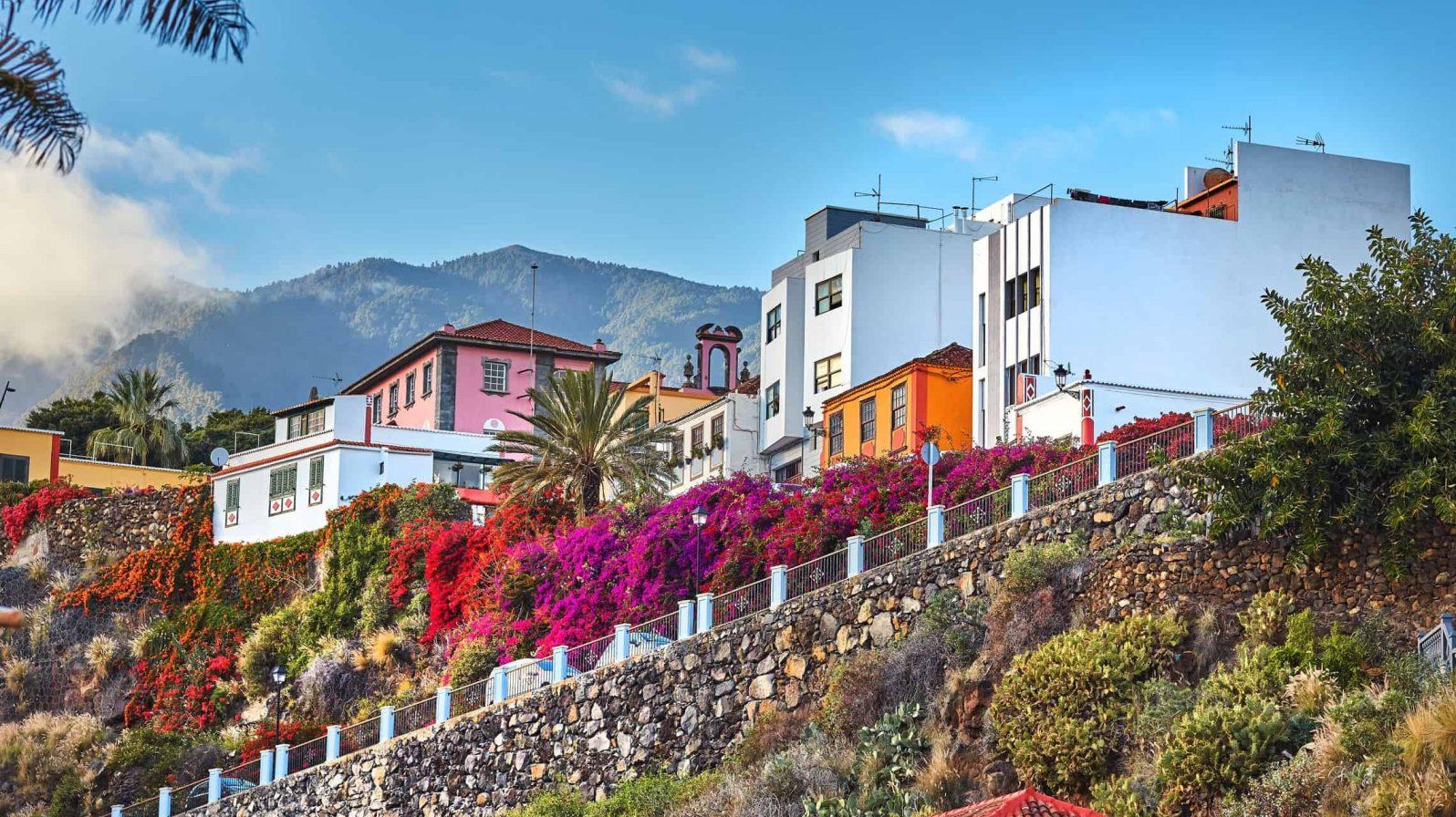 Vanhoja-taloja-Santa-Cruz-La-Palma-Kanariansaaret-1596x896.jpeg