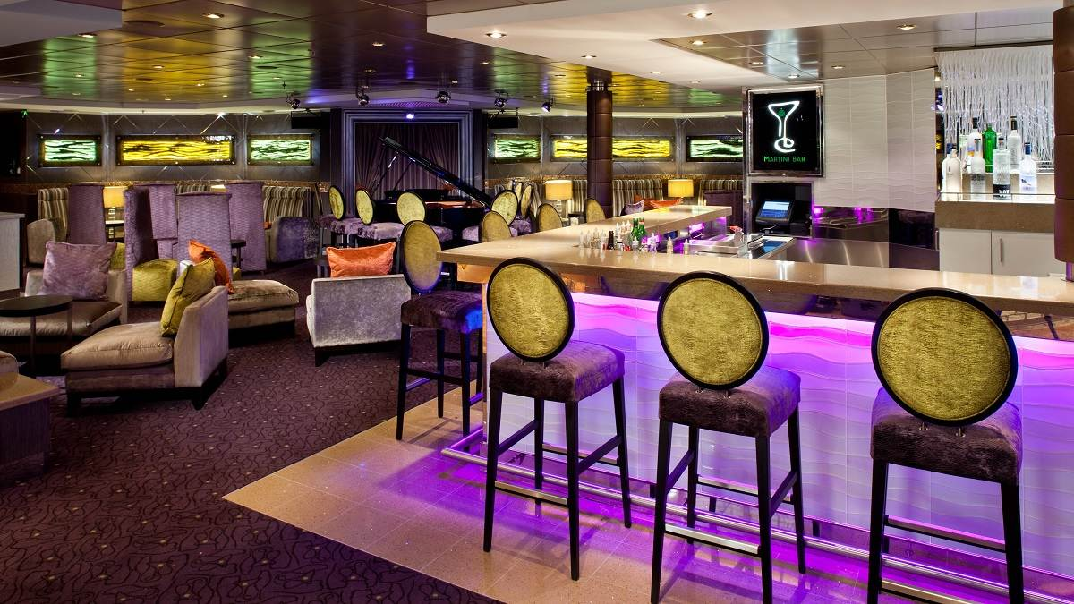 Veendam Martini Bar © Holland America Line