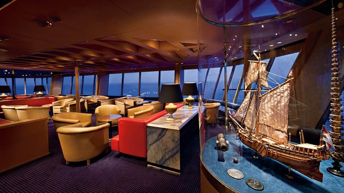 Veendam lounge © Holland America Line
