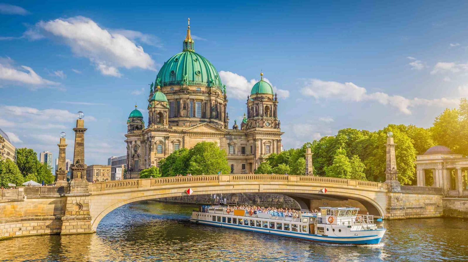 Berliinin-Katedraali-Spreejoen-rannalla-Saksa-1596x896.jpg