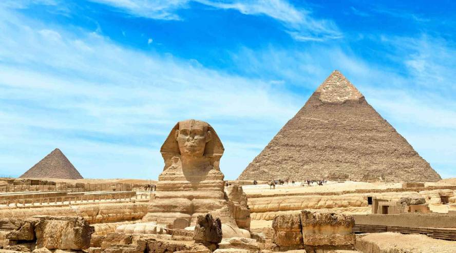 Gizan-Pyramidit-ja-Sfinski-Kairo-Egypti-888x493.jpg