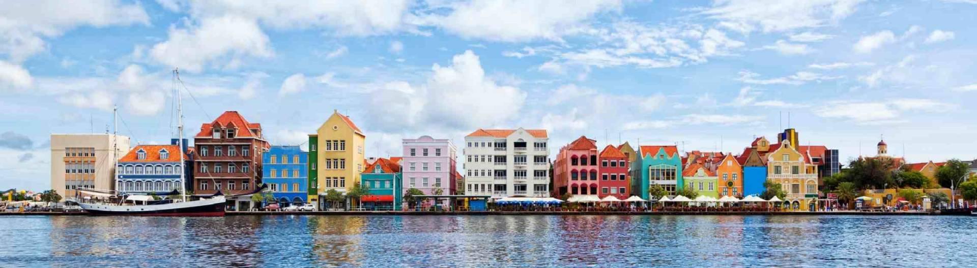 Willemstadin-värikkäitä-taloja-Curacao-1920x528.jpg