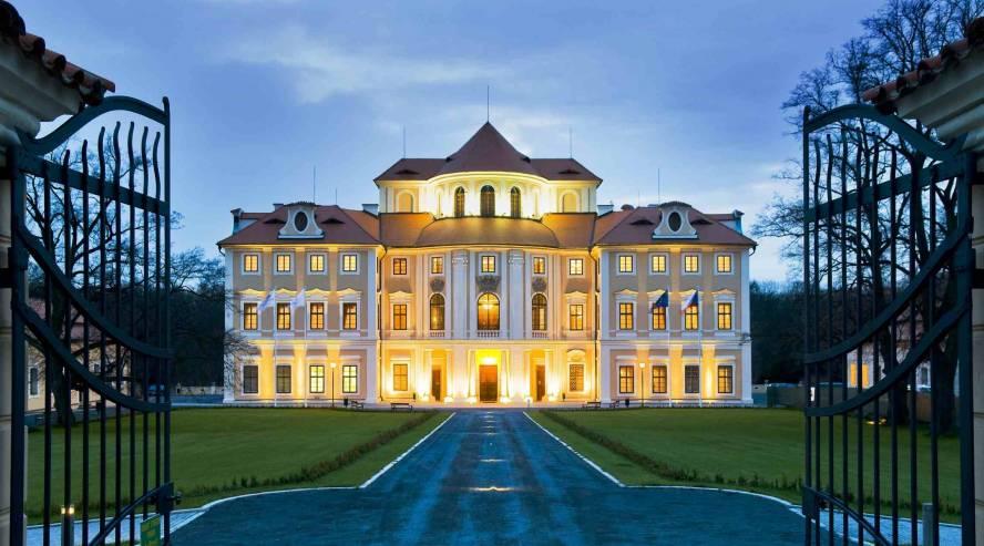 Liblice-linnahotelli-Tsekki-Praha-888x493.jpg