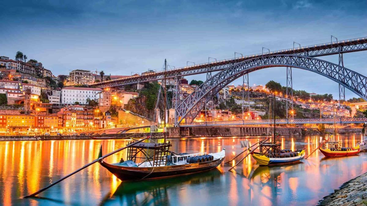 Oporton vanhakaupunki illankajossa Portugali