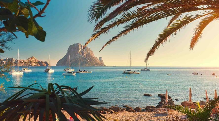 Espanja-Baleaarit-Ibiza-ranta-maisema-888x493.jpg