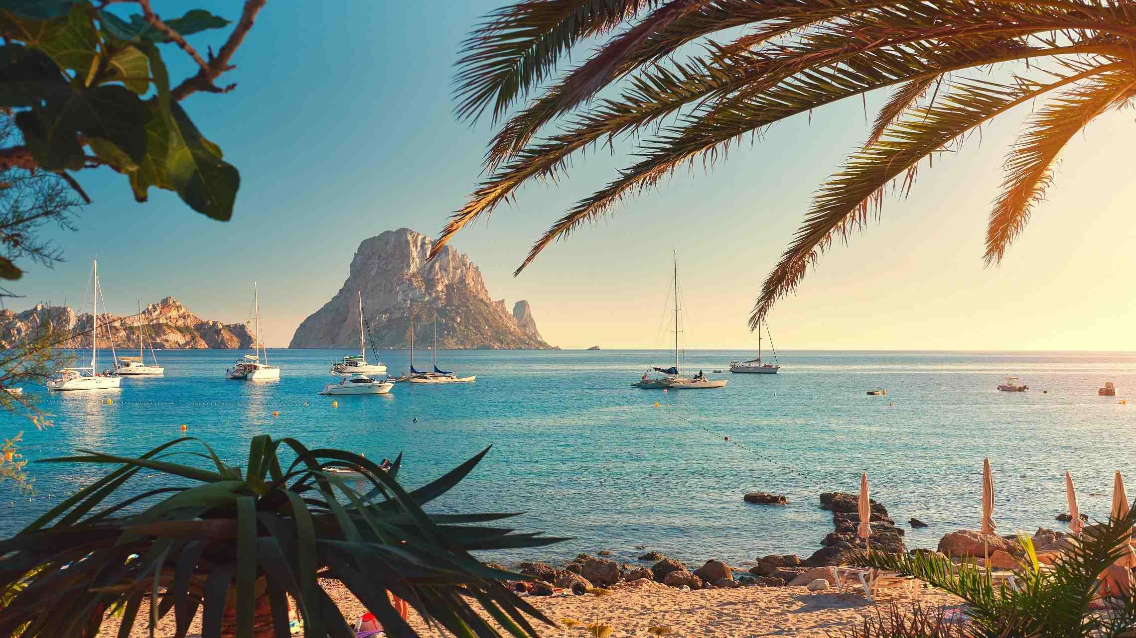 Espanja-Baleaarit-Ibiza-ranta-maisema-1920x1080.jpg