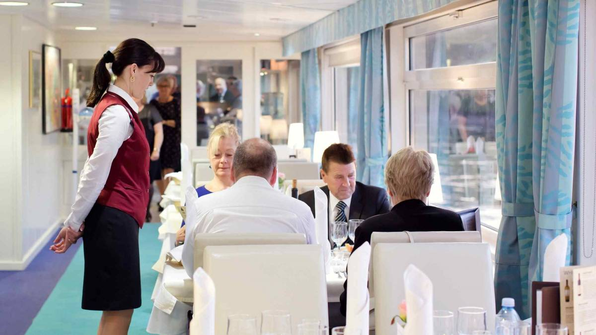 Der Kleine Prinz laivan ravintolassa c Quality Tours