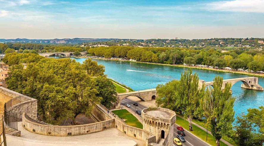Rhonejoki-Avignon-Ranska-888x493.jpg