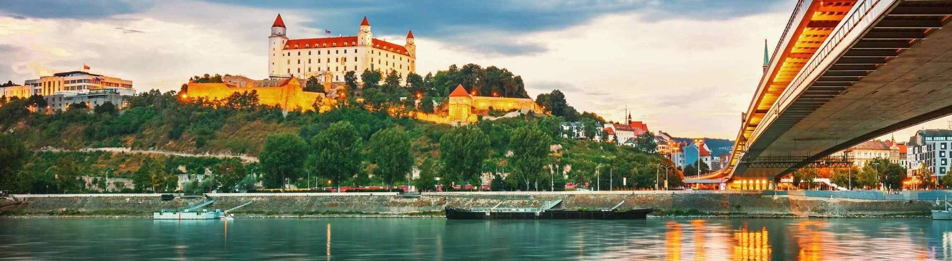 Bratislavan-linna-Slovakia-1920x528.jpg