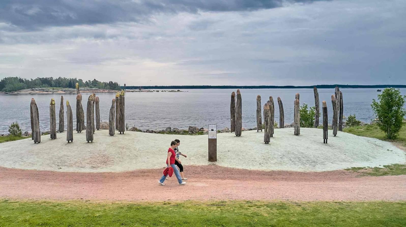 Tammisotilaat-Katariinan-Meripuistossa-©-Kotkan-kaupunki--1596x896.jpg